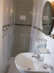 Bathroom and shower at Oakwell Guesthouse, Bridlington